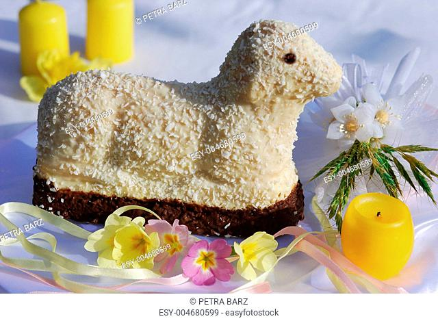 Osterlamm Kuchen Tischdekoration
