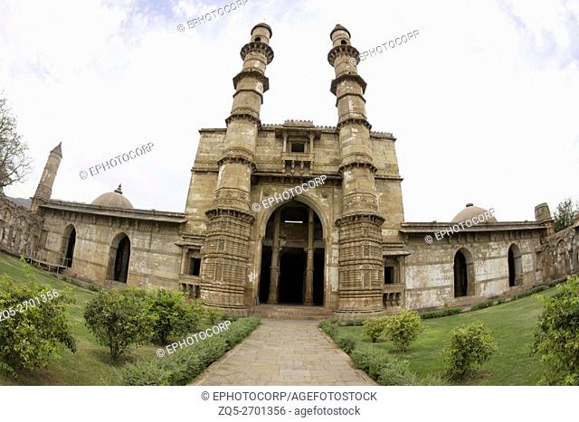 Entrance and courtyard. Jami Masjid or Mosque. Champaner Pavagadh Archaeological Park. UNESCO World Heritage Site. Panchmahal, Gujarat. India
