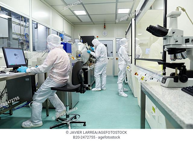 CNT Atomic layer deposition / Oxford Instruments Reactive Ion Etcher. Cleanroom. Nanotechnology. Laboratory. CIC nanoGUNE Nano science Cooperative Research...