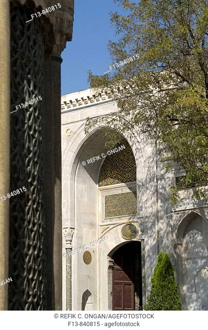 the main gate of Topkapi palace in istanbul