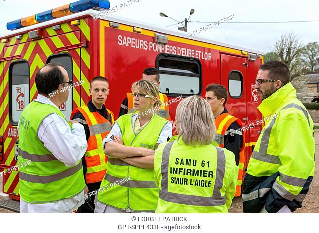 SAMU EMERGENCY DOCTOR AND FIREFIGHTERS, EXPLOSION OF AN APARTMENT BUILDING FOLLOWING A GAS LEAK, NONANCOURT (27), FRANCE