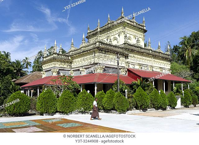 Myanmar (formerly Burma). Mon State. Kadoe. The U Na Auk Pagoda complex