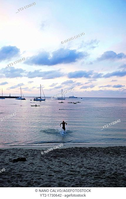 Solitary triathlete enters the sea