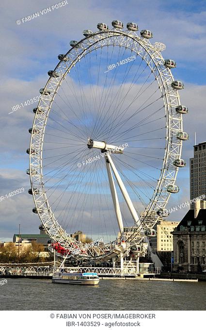 Passenger boat at the London Eye, ferris wheel on the Thames, London, England, United Kingdom, Europe