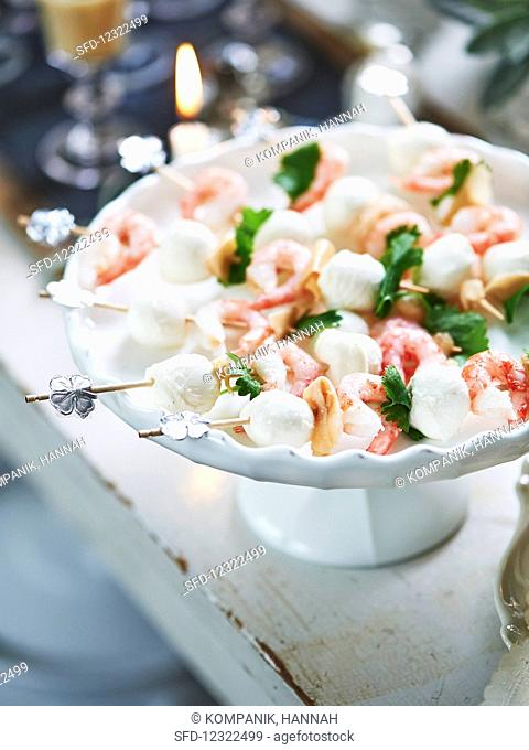 Prawn skewers with mozzarella for New Year's Eve