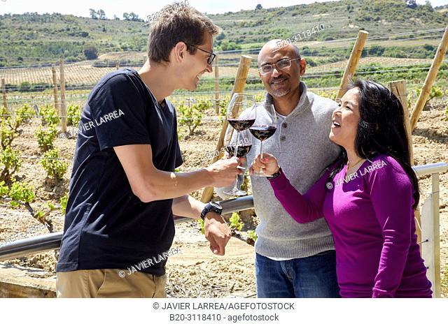 Guide with tourists, Wine tasting, Bodegas Baigorri, Samaniego, Rioja Alavesa, Araba, Basque Country, Spain, Europe