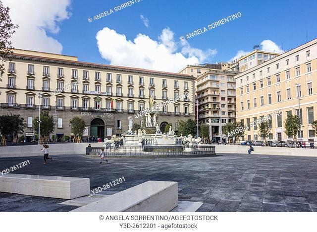Fontana del Nettuno, Piazza Municipio, Naples