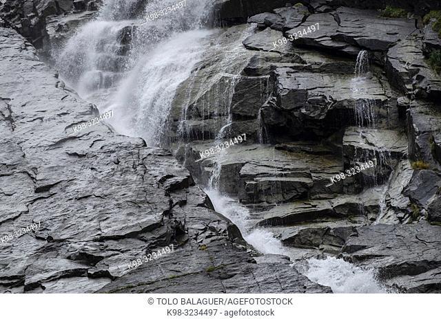 cascada de Nérech, valle de Valier -Riberot-, Parque Natural Regional de los Pirineos de Ariège, cordillera de los Pirineos, Francia