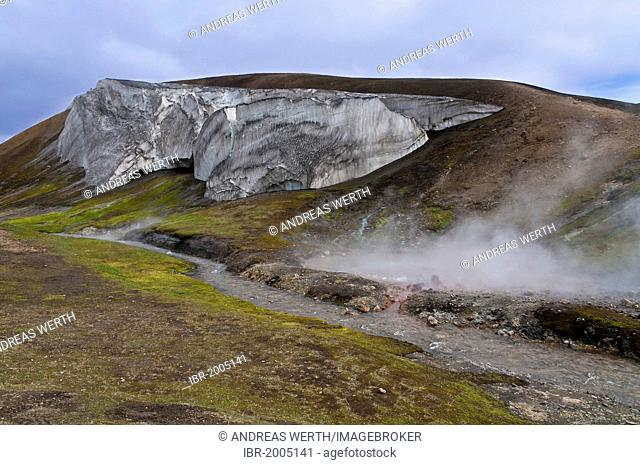 Valley of the Storihver hot springs, on the Laugavegur hiking trail, Highlands of Iceland, Landmannalaugar region, Hrafntinnusker mountain lodge, snow