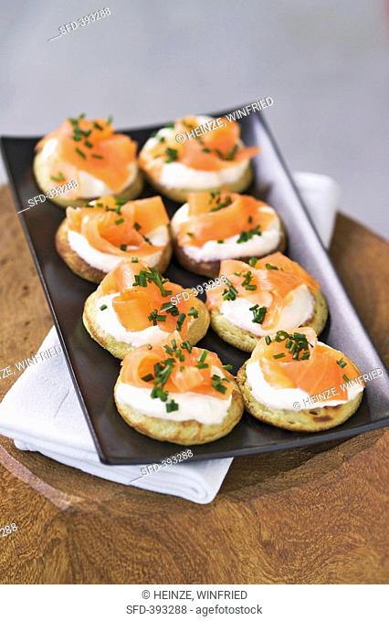 Blinis with smoked salmon and crème fraîche