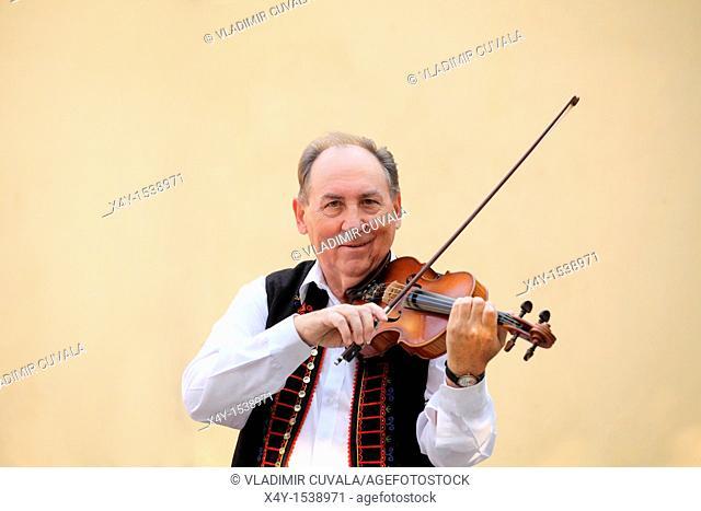 Mr  Alexander Klebercz playing the violin