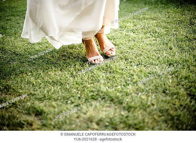 feet of bride on meadow