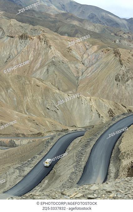 Fotula Pass roads, Ladakh, Jammu and Kashmir, India