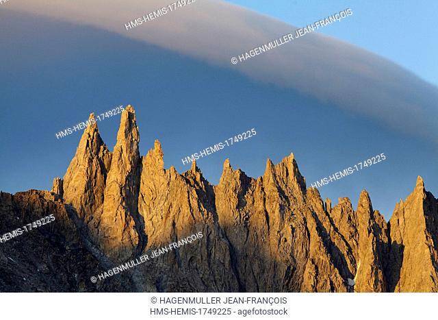 France, Haute Savoie, Chamonix, Aiguilles Ravanel (3690m) et Mummery (3700m) at sunrise, Mont Blanc Massif