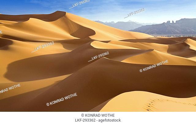 Sanddunes in the libyan desert, Akakus mountains, Sahara, Libya, North Africa