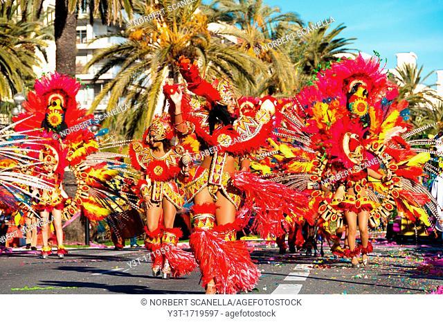 Europe. France, Alpes-Maritimes. Nice. Carnival, floral parade. Brazilian dancers