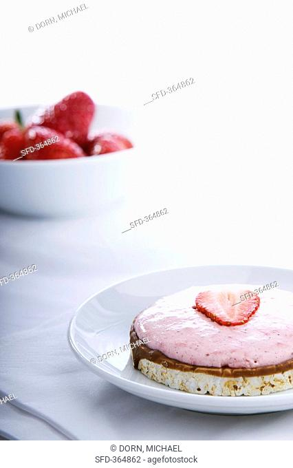 Rice cake with strawberry cream