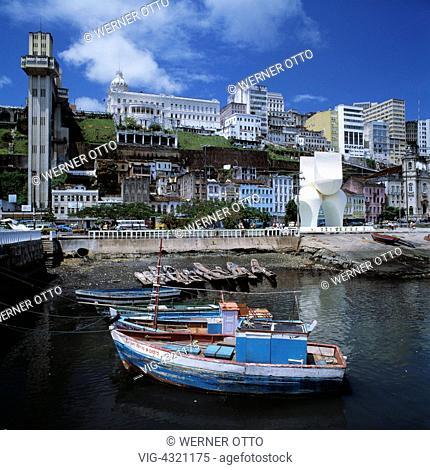 Brasilien, BR-Salvador, Bahia, Fischerhafen, Boote, Altstadt, Aufzug zwischen Unterstadt und Oberstadt, Personenaufzug, Brazil, BR-Salvador, Bahia, fishing port