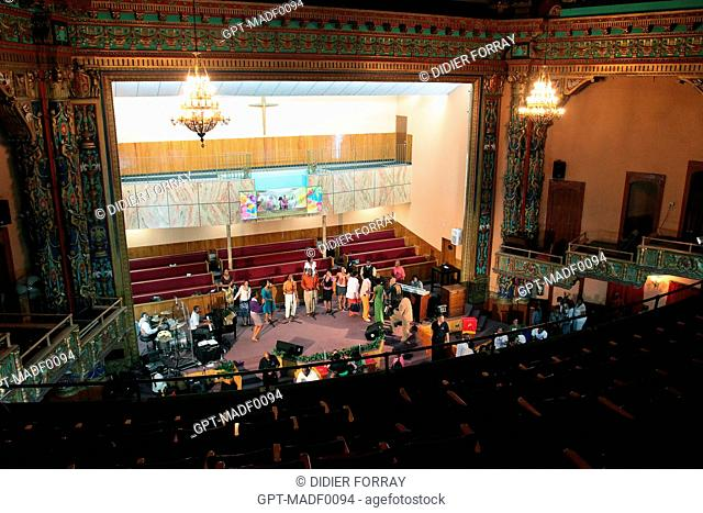 END OF THE GOSPEL SERVICE IN THE FIRST CORINTHIAN BAPTIST CHURCH SET UP IN A FORMER THEATER, HARLEM, MANHATTAN, NEW YORK CITY, NEW YORK STATE, UNITED STATES