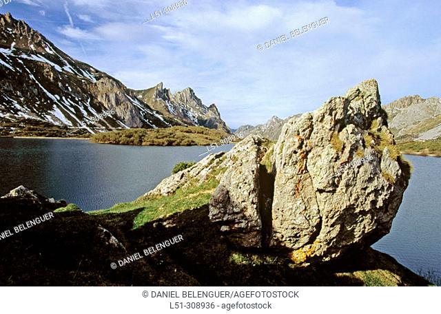 Lago del Valle. Somiedo Natural Park. Asturias, Spain