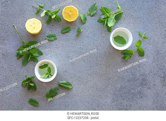 Lemon, mint and teacups (seen from above)