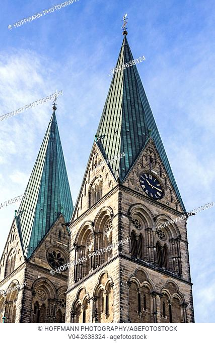 The towers of the Bremen Cathedral (St. Petri Dom zu Bremen), Bremen, Germany, Europe