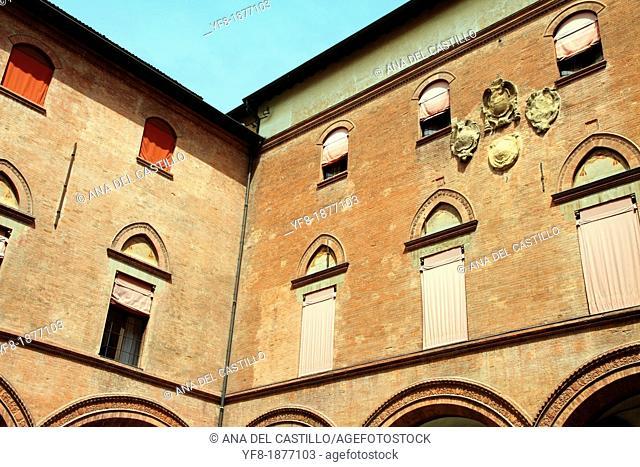 Courtyard, Palazzo d Acursio, Piazza Maggiore, Bologna, Emilia Romagna, Italy