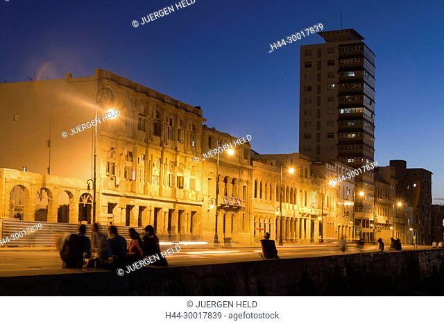 Cuba, Havanna Vieja, Malecon Promenade at sunset, night, lights