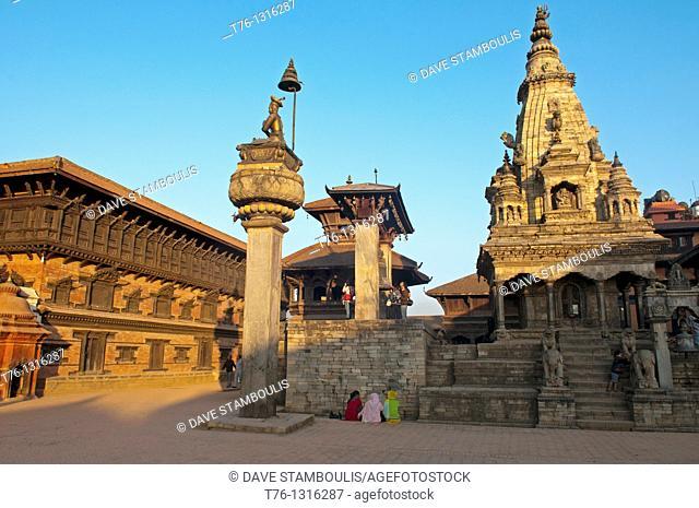 King Bhupatidra Malla Column and Vatsala Durga Temple in Durbar Square in ancient Bhaktapur, near Kathmandu, Nepal