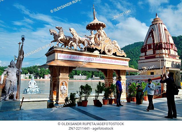 Parmarth Niketan Ashram, Krishna and Arjuna in chariot and Shiva statues, Rishikesh, India