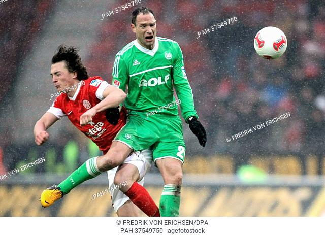 Mainz's Julian Baumgartlinger (L) and Jan Polak vie for the ball during the Bundesliga soccer match between FSV Mainz 05 and VfL Wolfsburg at Coface Arena in...