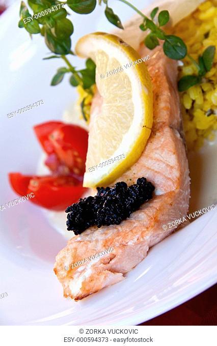 Lachs, gegrillt-mit Kaviar