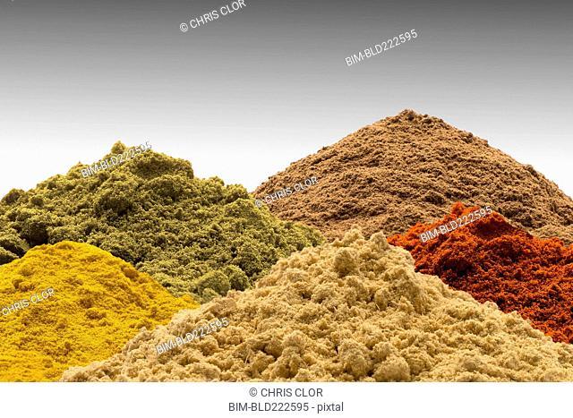 Multicolor piles of powder