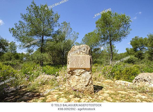 monumento señalando el punto central de la isla de mallorca, Sa Comuna, Lloret de Vistalegre, también conocido como Llorito