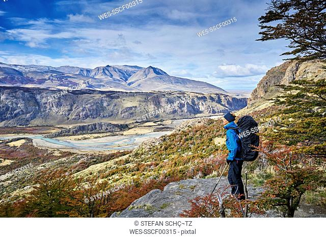 Argentina, Patagonia, El Chalten, woman on a hiking trip at Fitz Roy and Cerro Torre