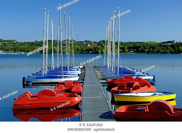blue and red sailingboats on the lake Moehnesee, Germany, North Rhine-Westphalia, Moehnesee