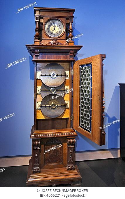 Hall clock with a music box, Eroica, made by Lochmannscher Musikwerke AG in Leipzig, ca. 1900, Museum of Musical Instruments in the University of Leipzig