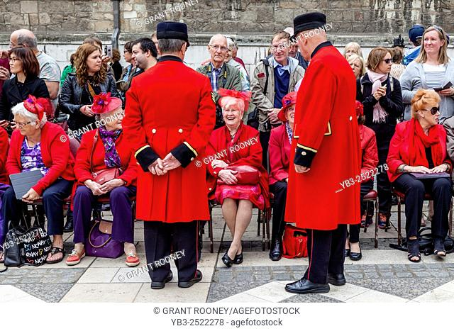 Chelsea Pensioners Chat To The Crowds During The Annual Pearly Kings and Queens Harvest Festival Held At The Guildhall, London, UK