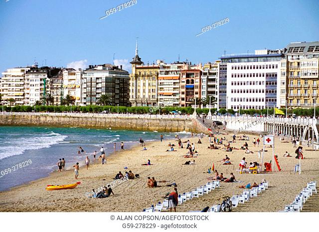 Playa de la Concha. San Sebastian. Guipuzcoa. Basque Country. Spain