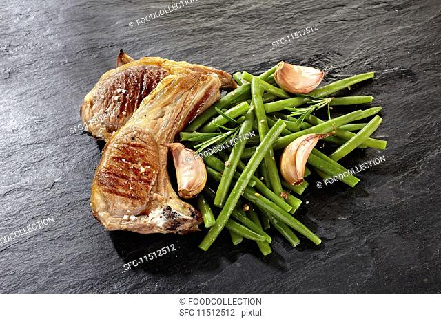 Lamb with green beans and garlic