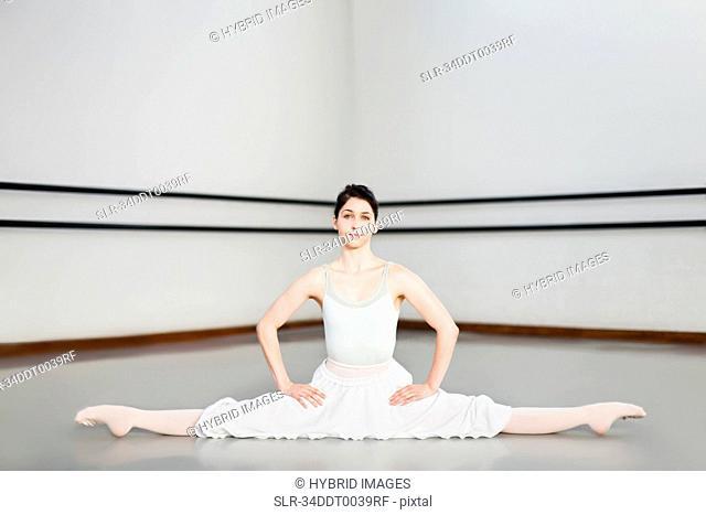 Ballet dancer doing splits in studio