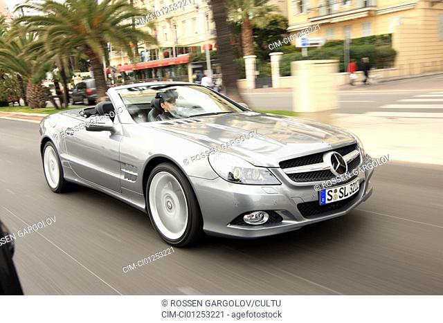 Mercedes SL 350, model year 2008-, anthracite, driving, diagonal from the front, frontal view, City, open top