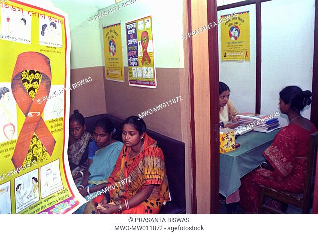ec6e1f2f5f1f0 A HIV AIDS campaign for married women held in the hospital compound of a  medical college Kolkata