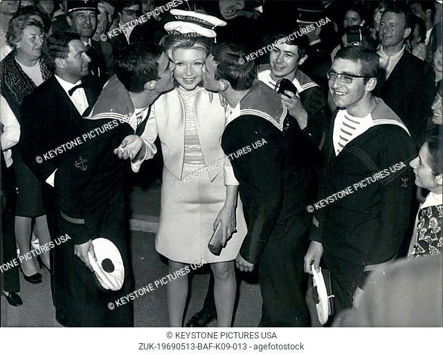 May 13, 1969 - Silva Koscina and some sailors (Credit Image: © Keystone Press Agency/Keystone USA via ZUMAPRESS.com)