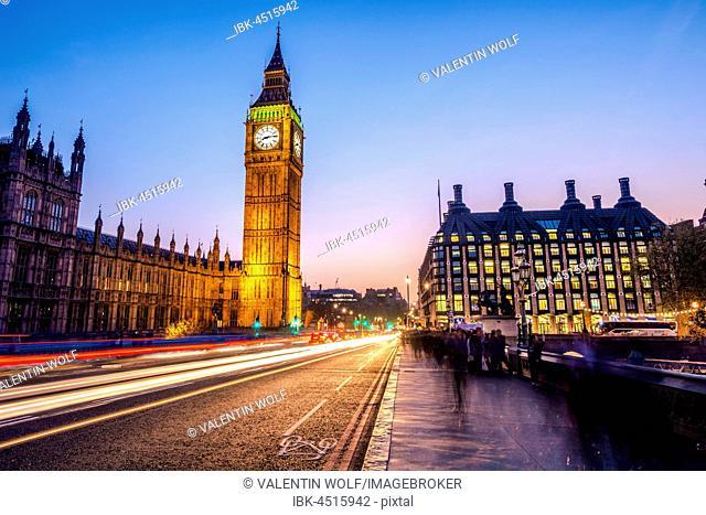 Light trails in front of Big Ben, dusk, evening light, sunset, Houses of Parliament, Westminster Bridge, City of Westminster, London, London region, England