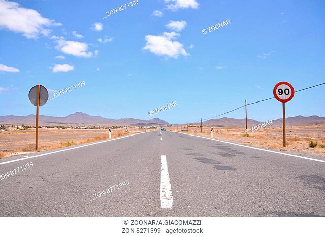 Photo Picture of a Beautiful Asphalt Lonely Road