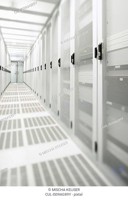 Data storage corridor in data warehouse