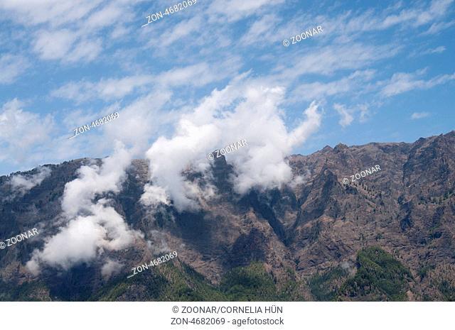 La Palma, kanarische Insel, Nationalpark Caldera de Taburiente, Ausblick vom Mirador de los Roques mit Passatwolken