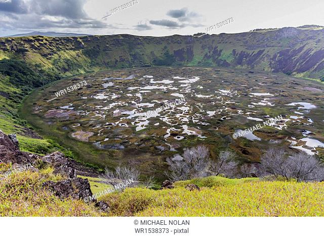 Orongo Crater, Rano Kau, Rapa Nui National Park, UNESCO World Heritage Site, Easter Island (Isla de Pascua), Chile, South America