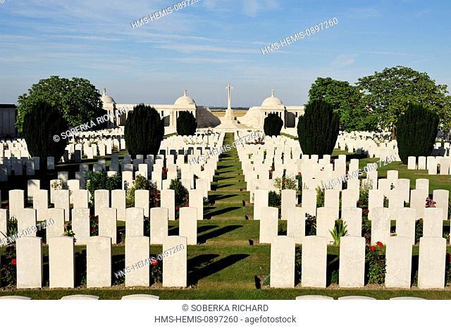 France, Pas de Calais, Loos en Gohelle, Dud Corner Military Cemetery, alignment of graves